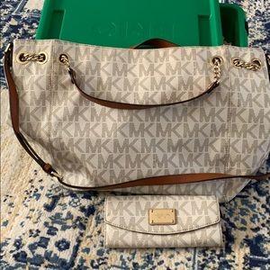 Large Michael Kors purse w/wallet
